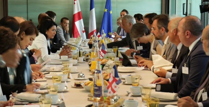 اجتماع العمل الفرنسي الجورجي بحضور ومشاركة الرئيسة سالومي زورابيشفيلي
